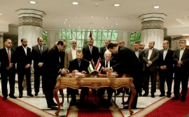 Hamas, Fatah sign reconciliation agreement in Cairo