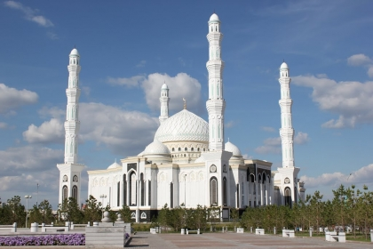 2nd largest mosque in Central Asia accommodates 10,000