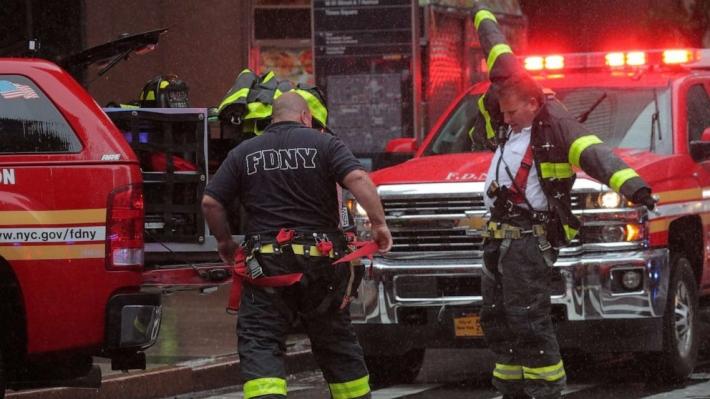 1 dead as chopper crashes on building in New York City