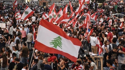 Protesters block Lebanese parliament session