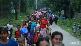 Rohingya Muslims flee Myanmar crackdown to Bangladesh