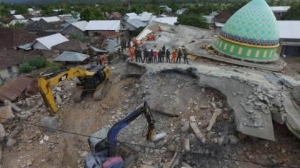 Death toll from Indonesian quakes climbs to 563