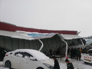Four car showrooms collapsed in Erbil due to heavy snow
