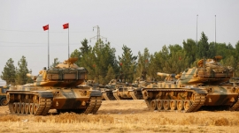 Turkish tanks enter Syria in new front against ISIL