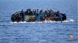 UN: More than 700 refugees feared drowned off Italy