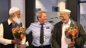 Norwegian police thank mosque attack 'heroes'