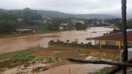 Floods kill more than 300, fears rise for 600 missing