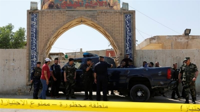 Iraq: 10 killed in suicide attack on Baghdad mosque