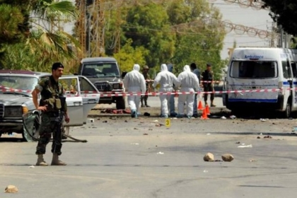 Bomber blows himself up near US consulate in Jeddah